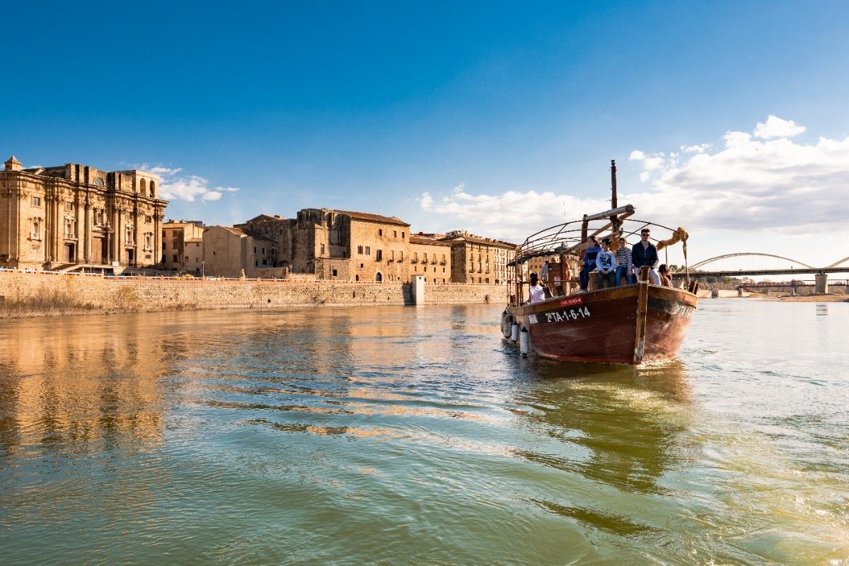 Excursión fluvial en laúd por el Ebro de 90 min. +  vermut