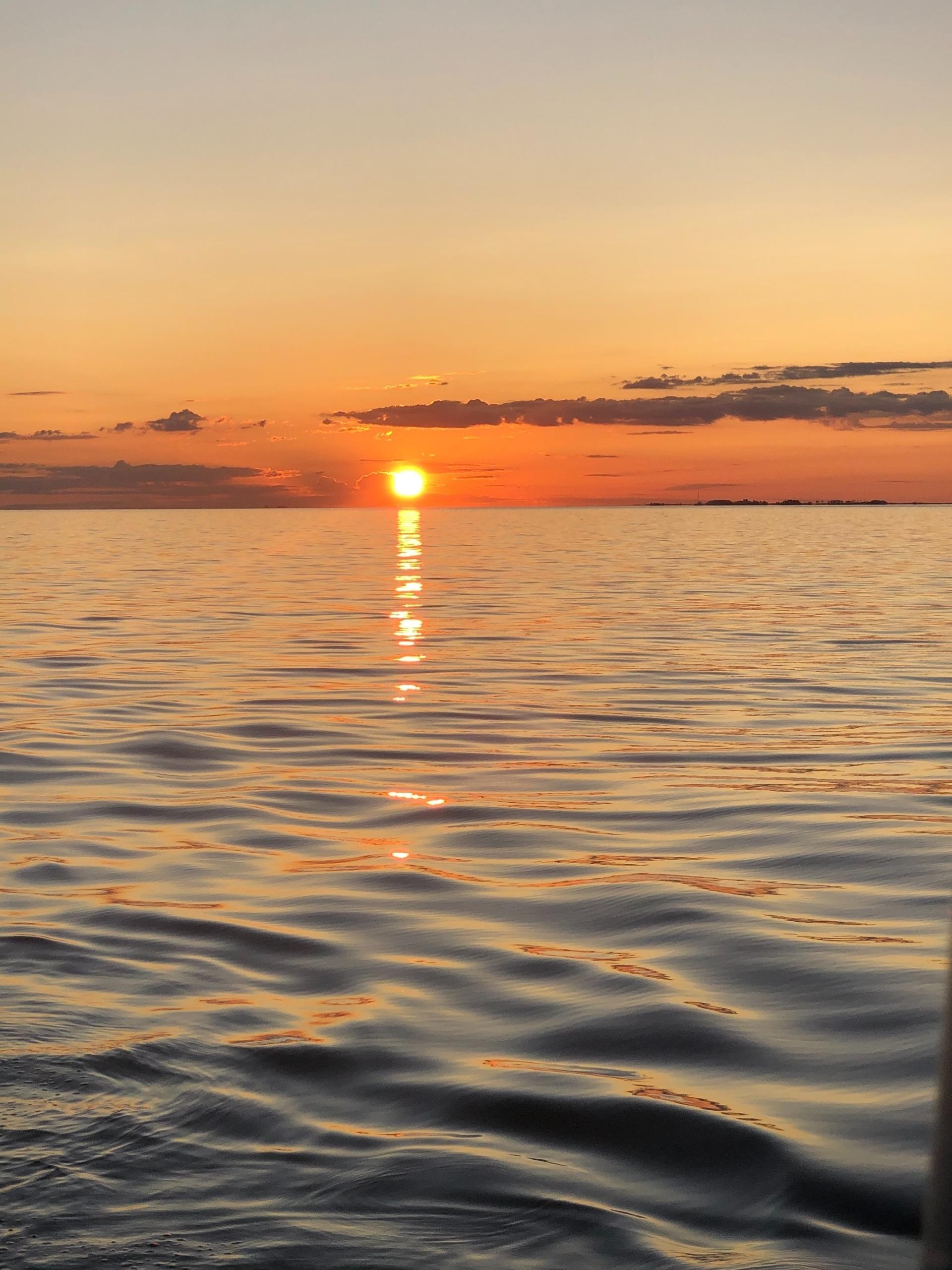 Atardecer en el Delta con el velero Oceanis